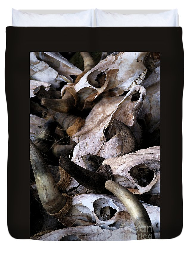 Bones Duvet Cover featuring the photograph Dry As Bones by Linda Shafer