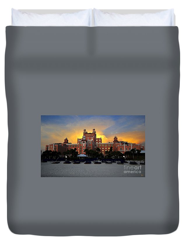 Don Cesar Hotel Florida Duvet Cover featuring the painting Dusk Over Don by David Lee Thompson