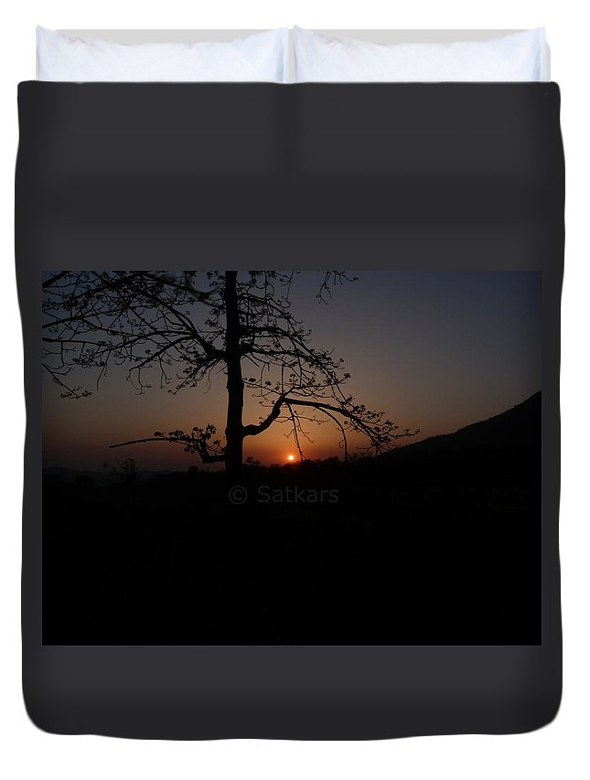 Landscape Duvet Cover featuring the photograph Dusk by Satish Kumar