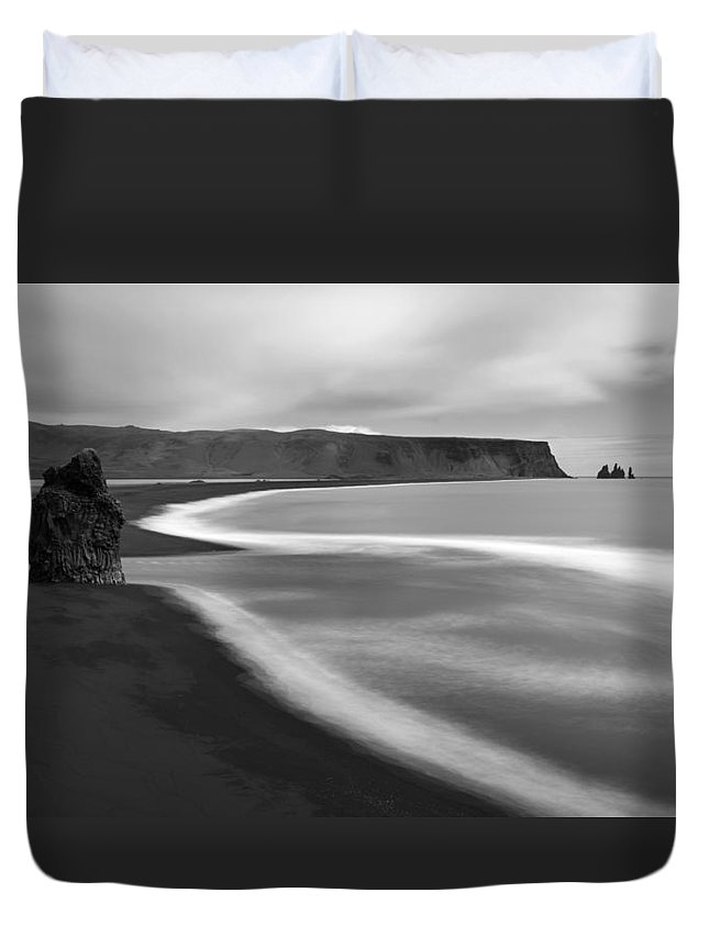 Iceland Duvet Cover featuring the photograph Dyrholaey Pinnacle Overview, Iceland, 1752 by Bob Neiman