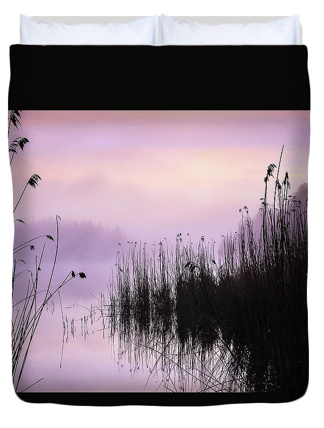 Landscape Duvet Cover featuring the photograph Early Morning By The Pond by Holger Richter