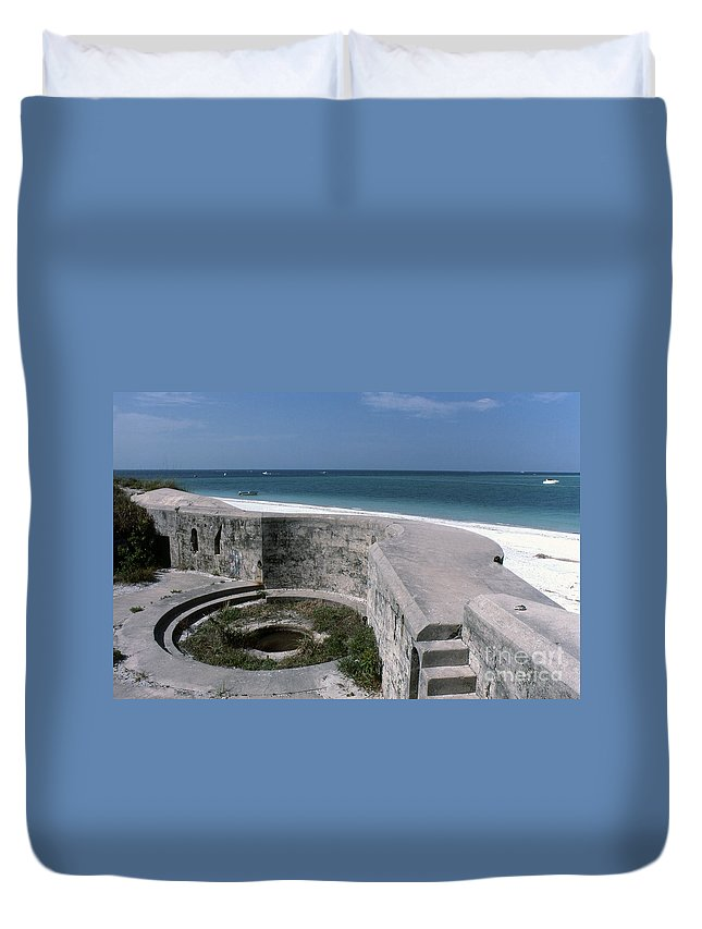 Beaches Duvet Cover featuring the photograph Egmont Key by Richard Rizzo
