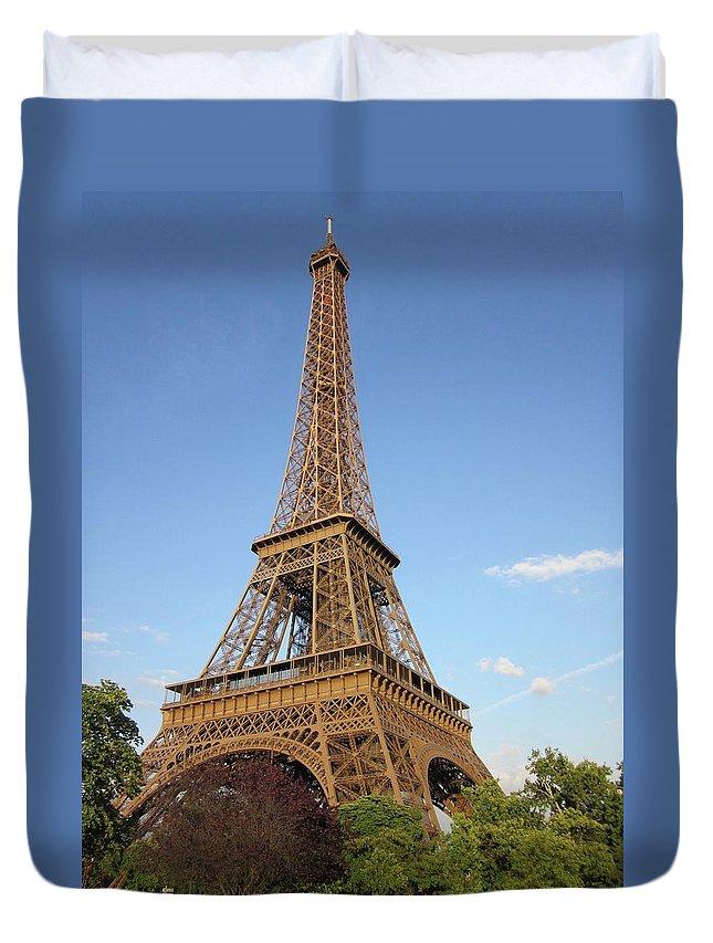 Tour D'eiffel Duvet Cover featuring the photograph Eiffel by Kat Cortez