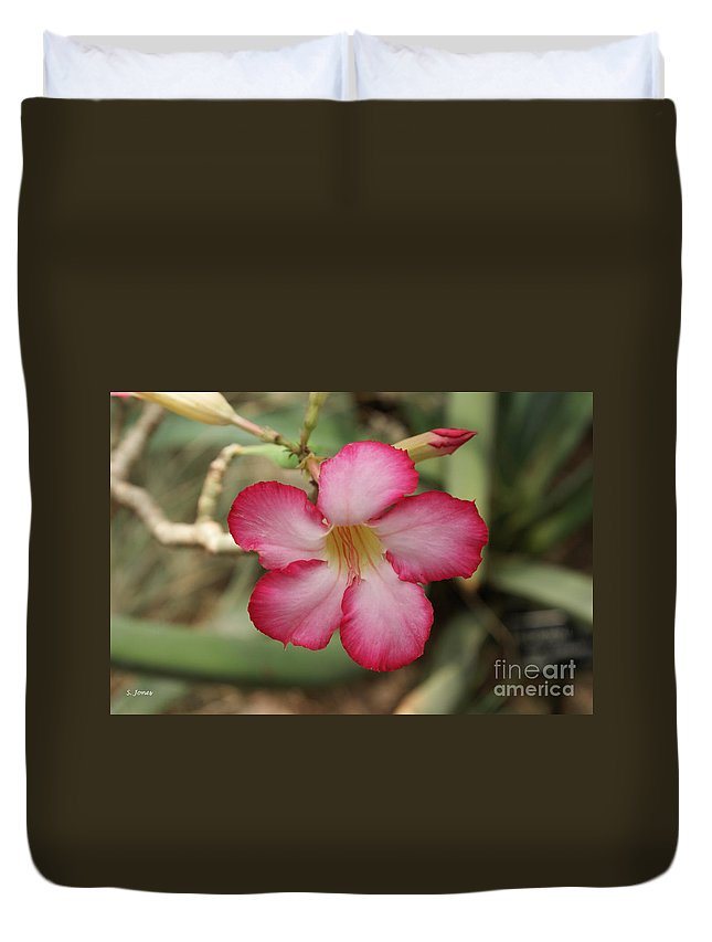 Floral Duvet Cover featuring the photograph Elegant by Shelley Jones
