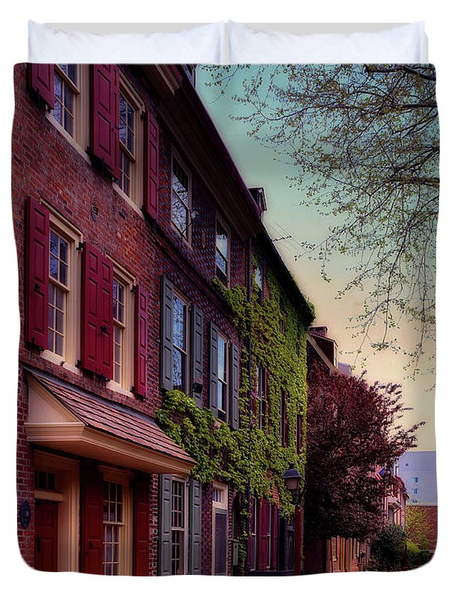 Elfreth's Alley Duvet Cover featuring the photograph Elfreth's Alley by Mountain Dreams