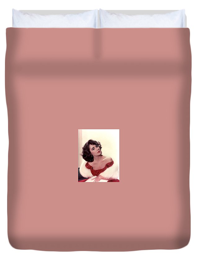 Duvet Cover featuring the photograph Elizabeth Taylor Diamond Are Forever With Her Collectin by Peter Nowell