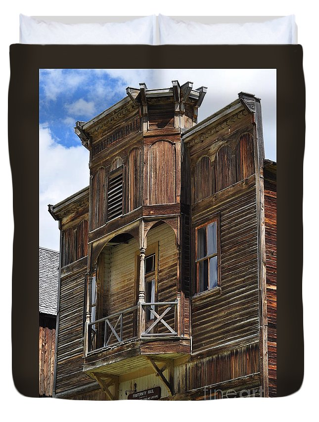 Historic Montana Ghost Towns Duvet Cover featuring the photograph Elkhorn Fraternity Hall by D Nigon