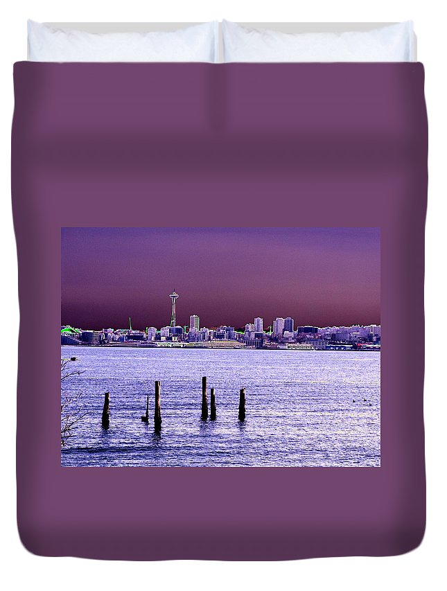 Seattle Duvet Cover featuring the photograph Emerald City Skyline by Tim Allen