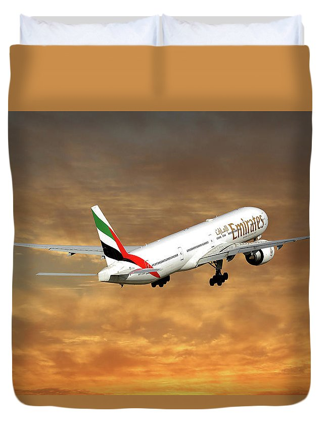 Emirates Duvet Cover featuring the photograph Emirates Boeing 777-36n 2 by Smart Aviation