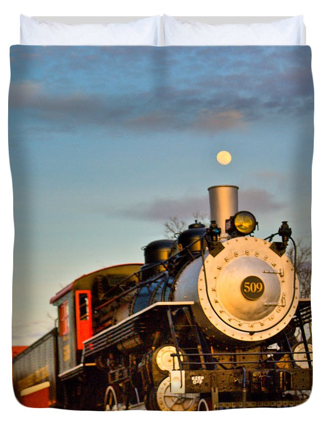 Engine Duvet Cover featuring the photograph Engine 509 At Crossville Tennessee Puffing by Douglas Barnett