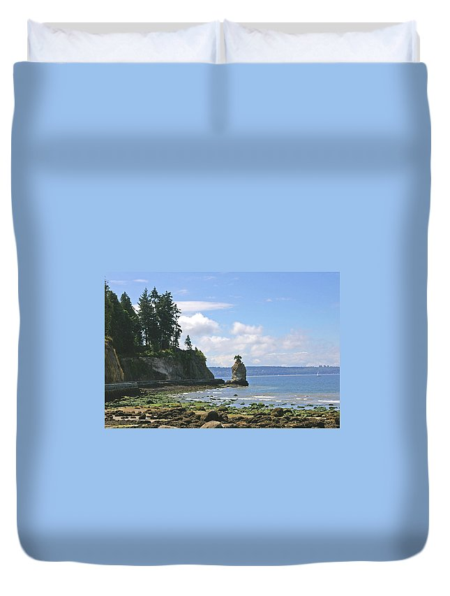 Stanley Park Duvet Cover featuring the photograph English Bay by Tom Reynen