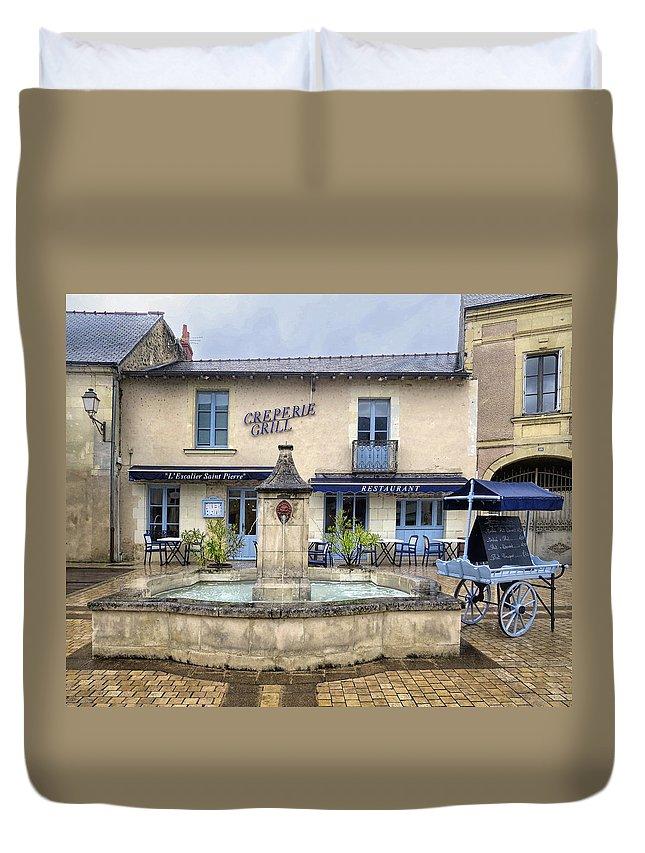 Escalier Saint Pierre Restaurant Duvet Cover featuring the photograph Escalier Saint Pierre Restaurant by Dave Mills