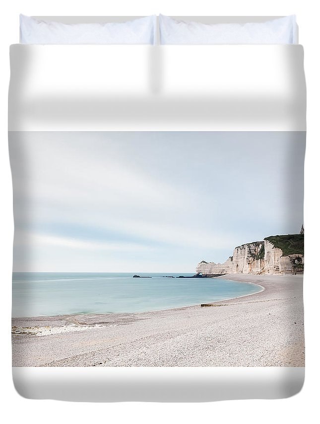 Beach Duvet Cover featuring the photograph Etretat by Johannes Valkama
