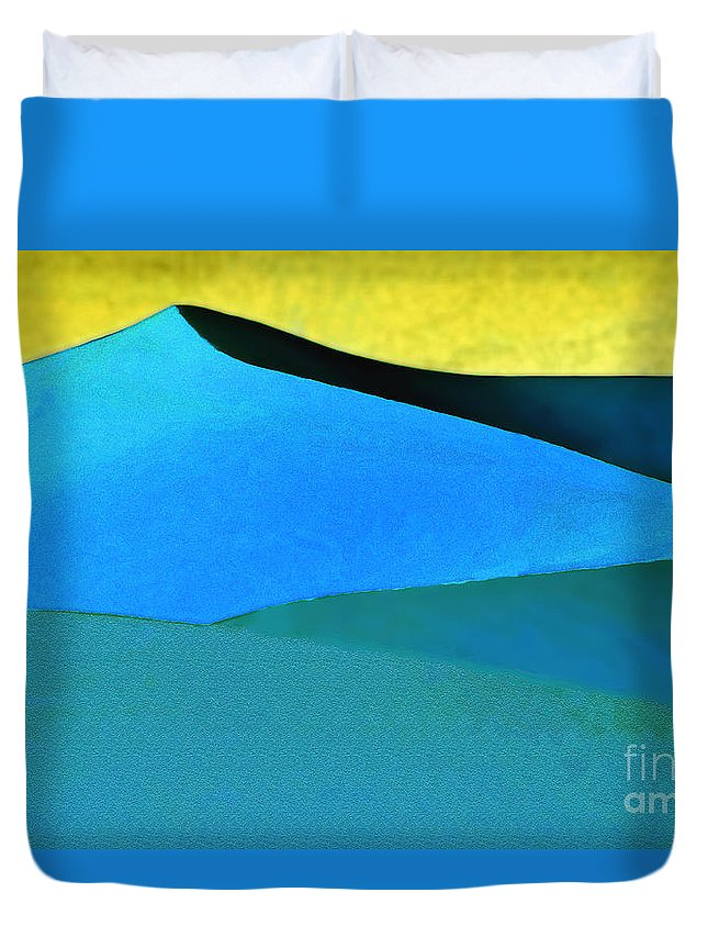 Landscape Duvet Cover featuring the photograph Evening At The Dunes by Linda Parker