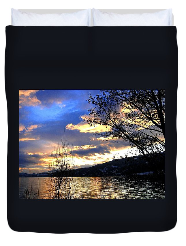 Sunset Duvet Cover featuring the photograph Evening Exhibition by Will Borden