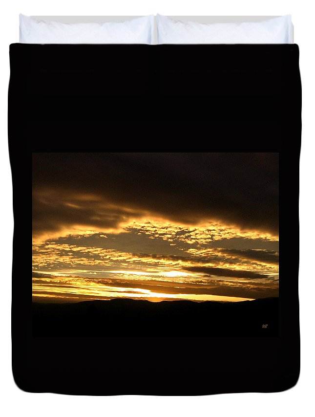 Sunset Duvet Cover featuring the photograph Evening Grandeur by Will Borden