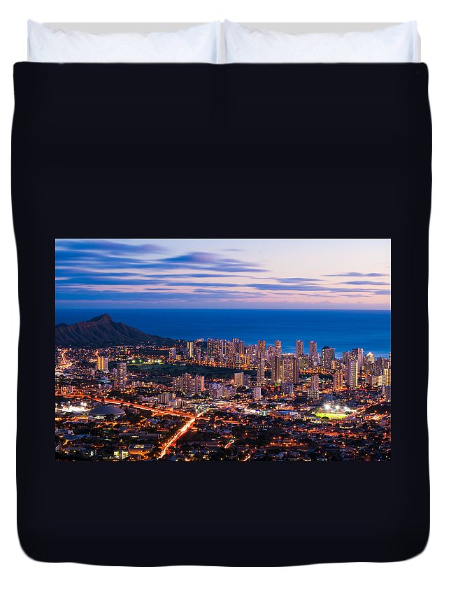 Honolulu Duvet Cover featuring the photograph Evening In Honolulu by Jason Chu