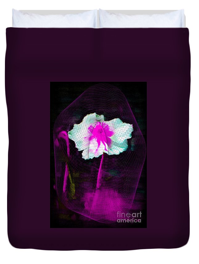 Flower Duvet Cover featuring the photograph Exquisite Capture by Donna Bentley