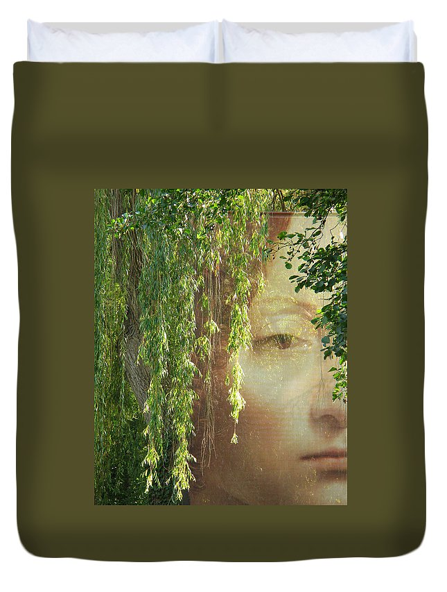 Face Duvet Cover featuring the photograph Face In The Willows by Greg Matchick