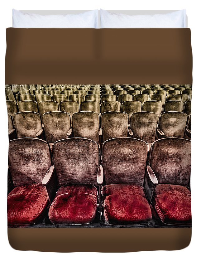 Seat Duvet Cover featuring the photograph Face Your Audience by Evelina Kremsdorf