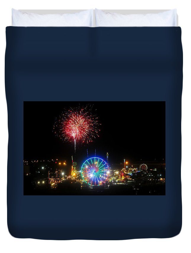 Fireworks Duvet Cover featuring the photograph Fair Fireworks by David Lee Thompson