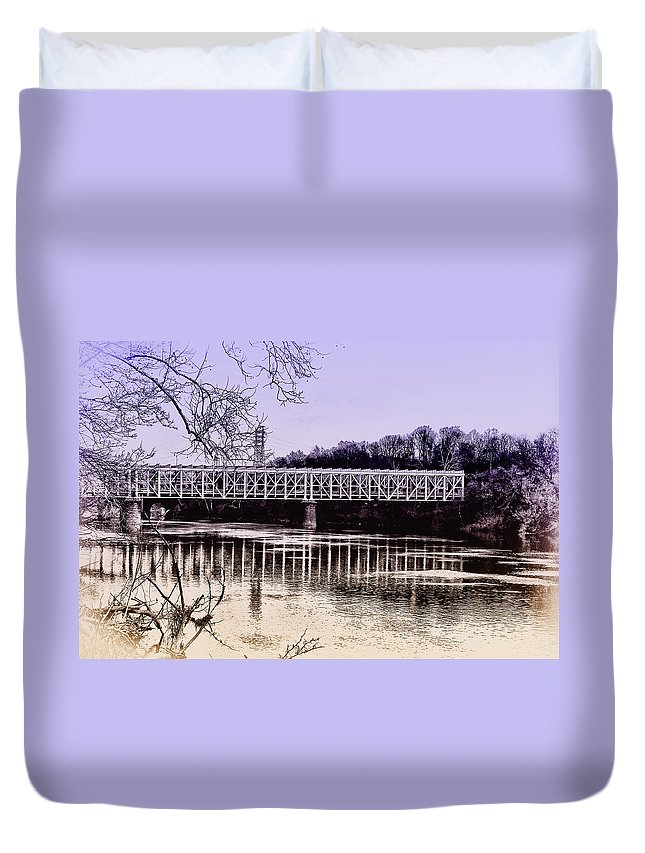 Philadelphia Duvet Cover featuring the photograph Falls Bridge by Bill Cannon