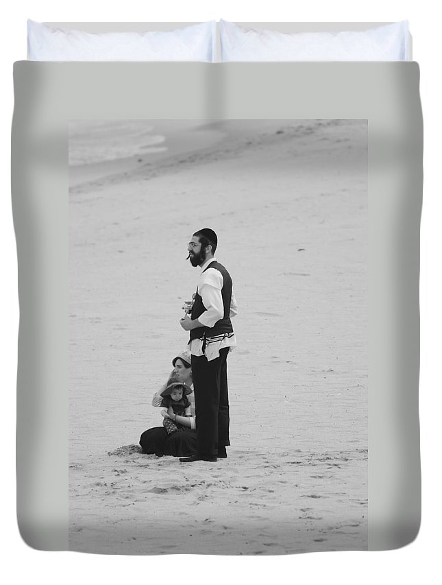 Black And White Duvet Cover featuring the photograph Family Beach Day by Rob Hans