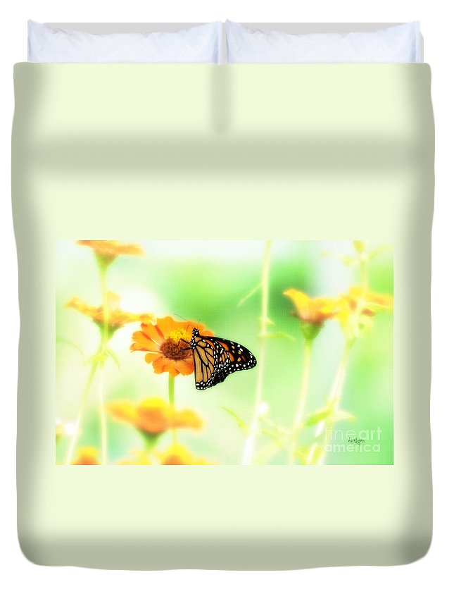 Butterfly Duvet Cover featuring the photograph Farewell by Lois Bryan