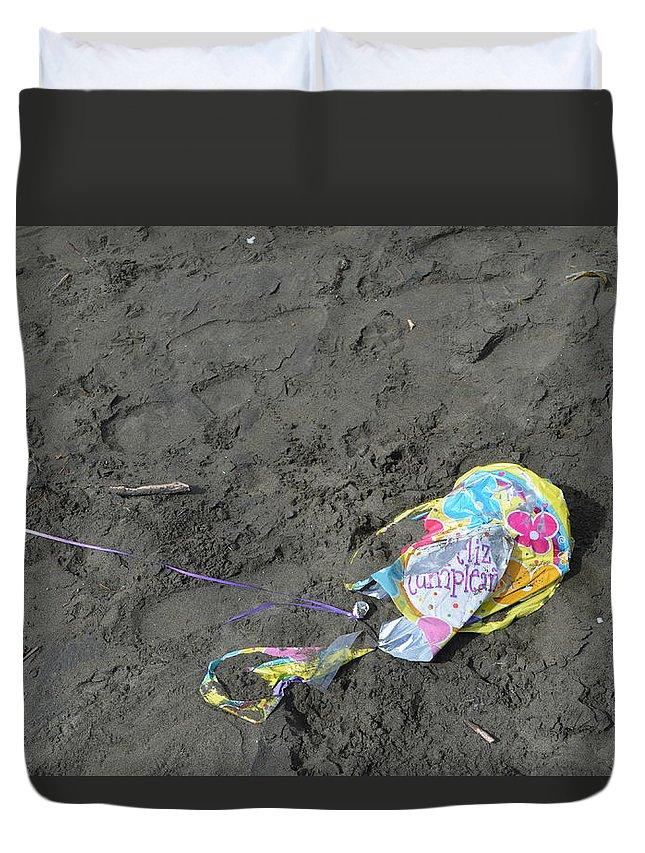 Feliz Cumpleanos Duvet Cover featuring the photograph Feliz Cumpleanos Mylar On The Beach by Erik Burg