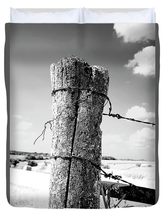 Landscape Duvet Cover featuring the photograph Fence Post by Otto Searan