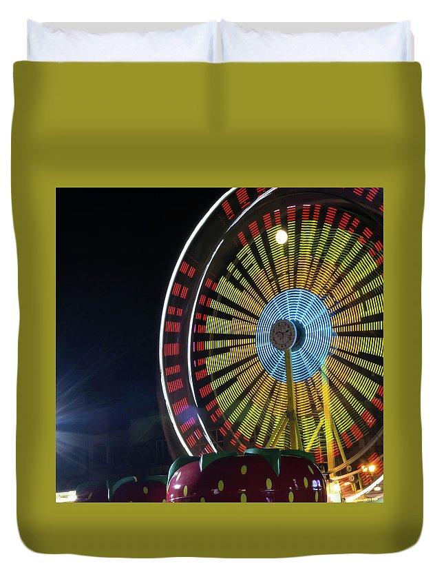 Ride Duvet Cover featuring the photograph Ferris Wheel by Irena Kazatsker