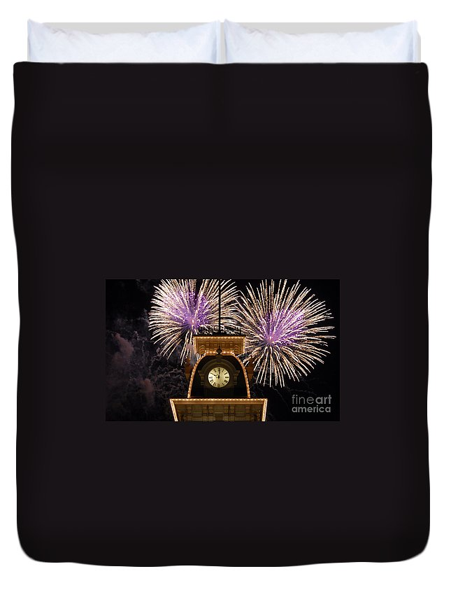 Fireworks Duvet Cover featuring the photograph Fireworks At Ten by David Lee Thompson