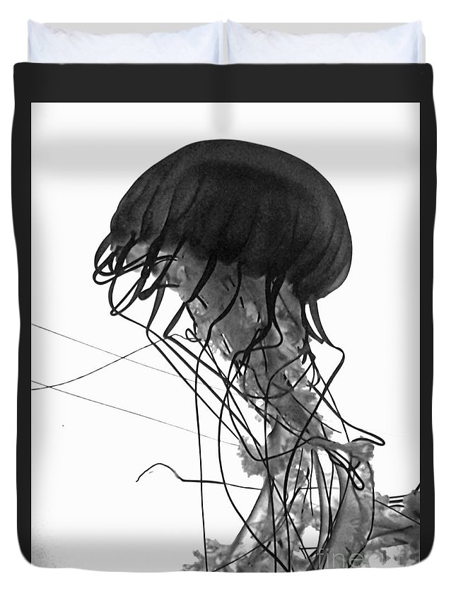 Jellyfish Duvet Cover featuring the photograph Fish 26 by Ben Yassa
