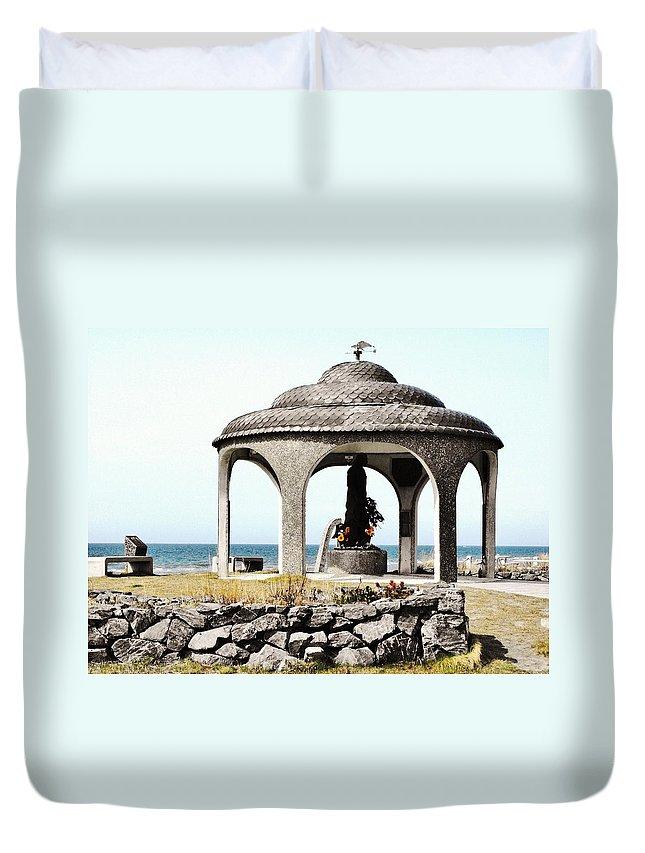 Homer Alaska Duvet Cover featuring the photograph Fisherman's Memorial by Lori Mahaffey