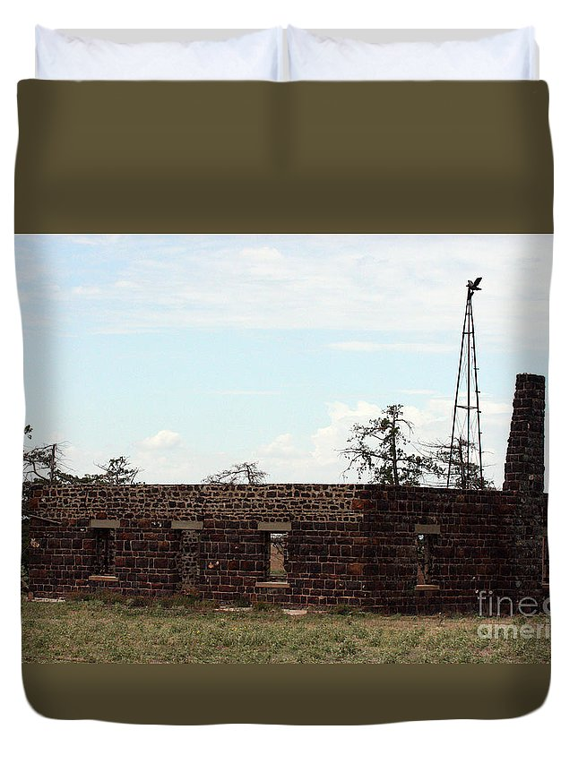 Building Duvet Cover featuring the photograph Fixer Upper by Robert Smitherman
