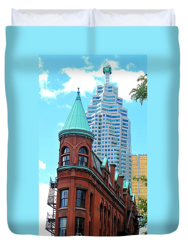 Flat Iron Building Duvet Cover featuring the photograph Flat Iron Building by Ian MacDonald