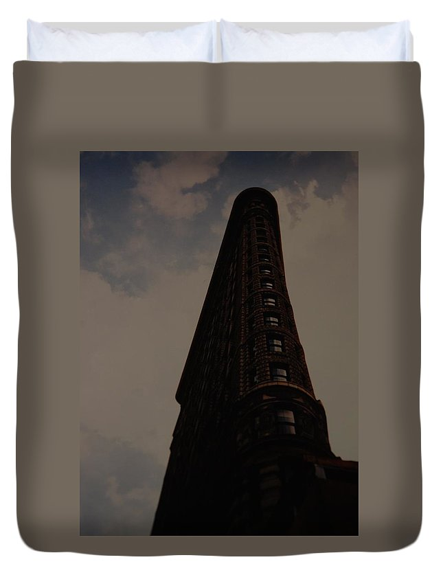 Flat Iron Building Duvet Cover featuring the photograph Flat Iron Building by Rob Hans