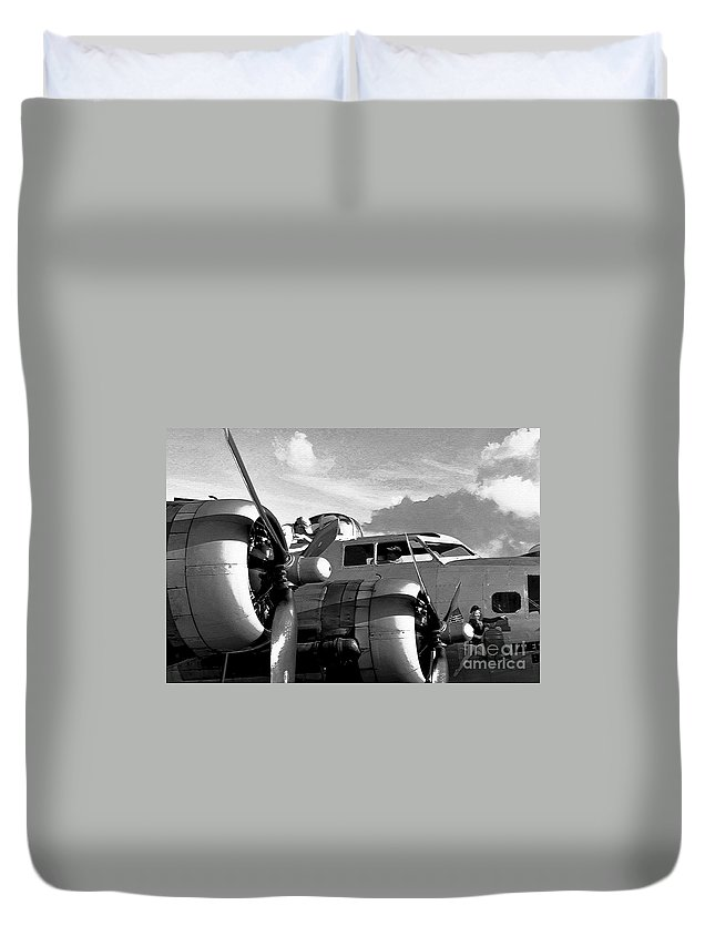Flying Fortress Duvet Cover featuring the photograph Flight Check by David Lee Thompson