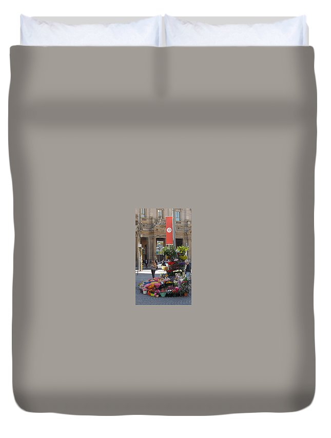 Milan Duvet Cover featuring the painting Flower Stand In Milan by Joe Geare