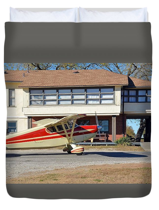 Aircraft Duvet Cover featuring the photograph Fly In To The Beaumont Hotel And Cafe by Audie T Photography
