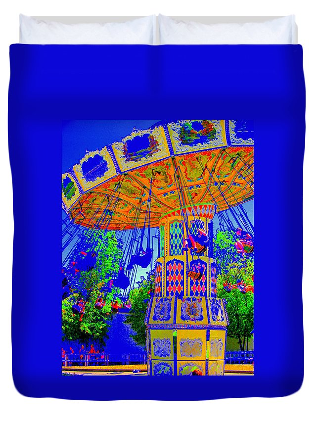 Flying High Duvet Cover featuring the photograph Flying High by Ed Smith