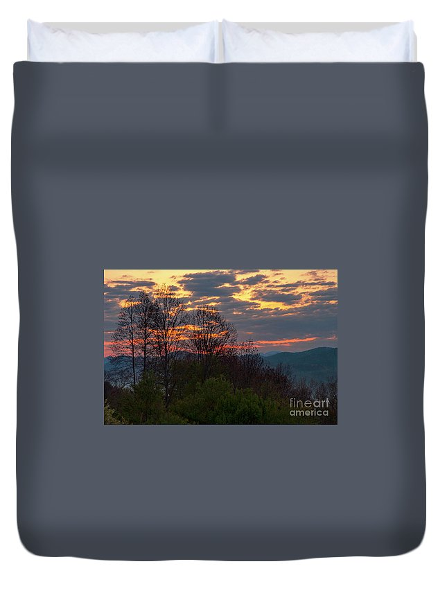 Foothills Parkway Duvet Cover featuring the photograph Foothills Parkway Dawn by Bob Phillips
