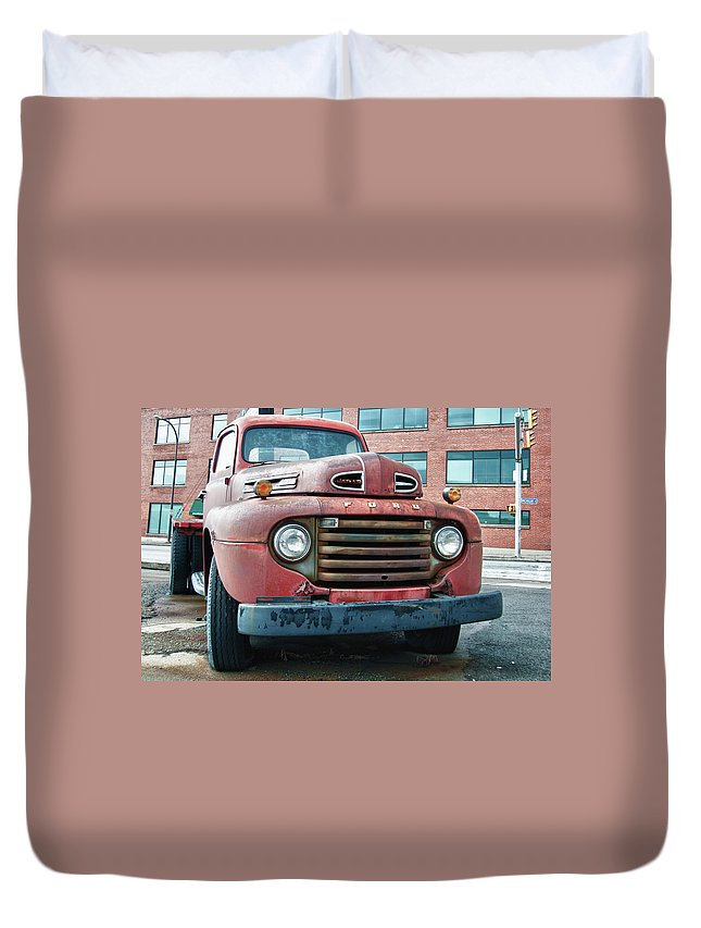 Antique Car Duvet Cover featuring the photograph Ford 4625 by Guy Whiteley