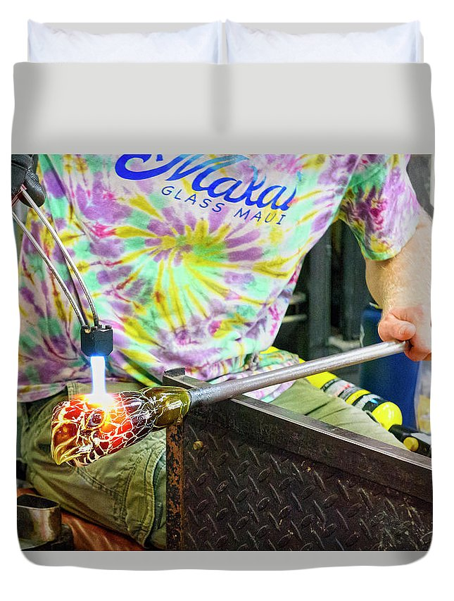 Hawaii Duvet Cover featuring the photograph Forming The Head by Jim Thompson