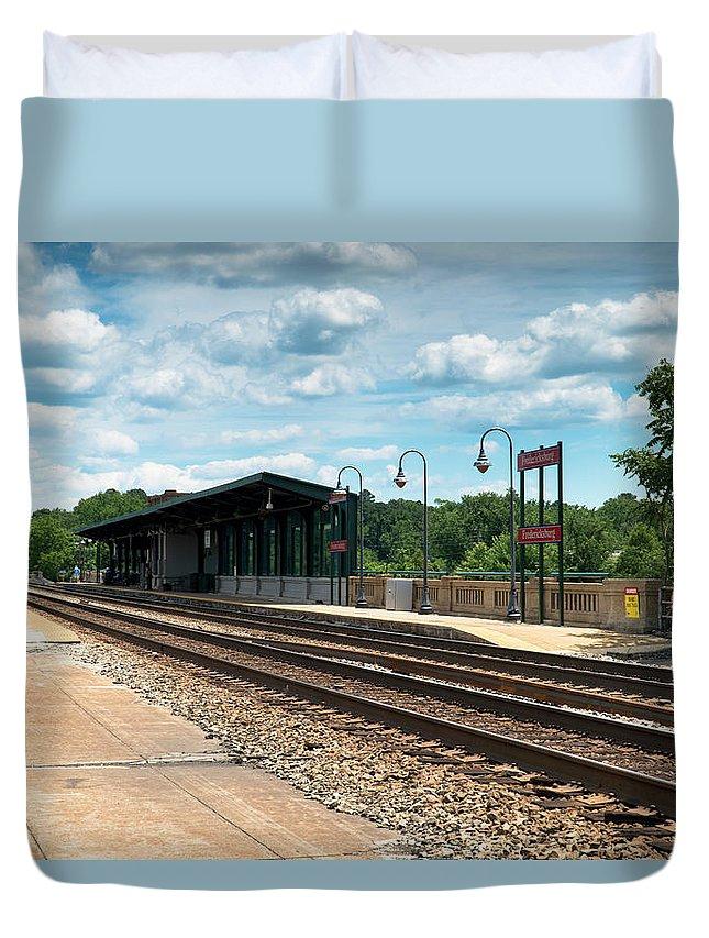 Fredericksburg Duvet Cover featuring the photograph Fredericksburg Rail Station by Arthur English