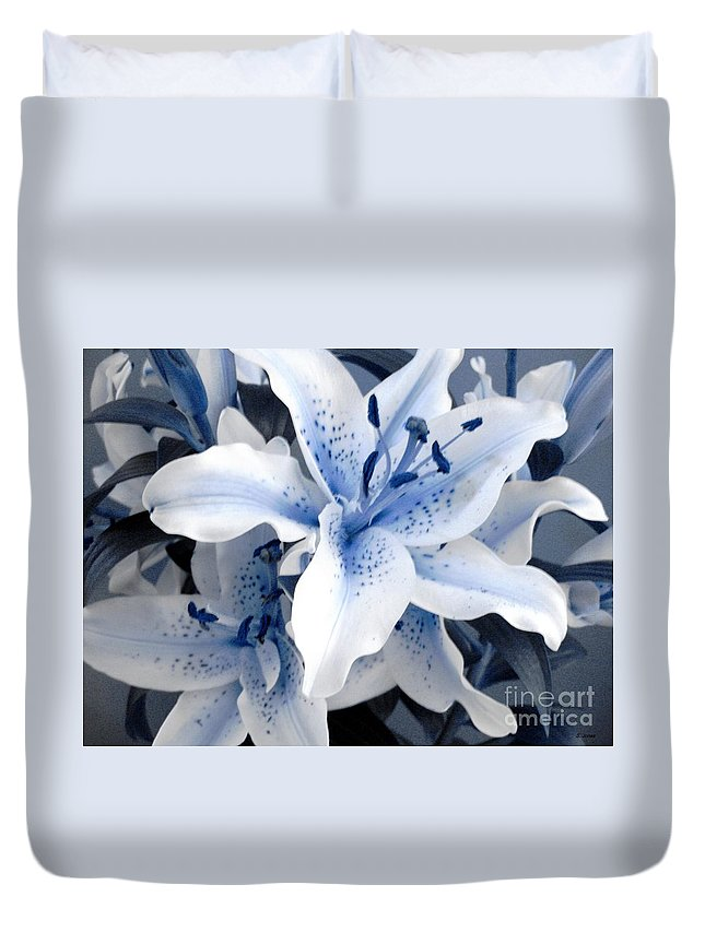 Blue Duvet Cover featuring the photograph Freeze by Shelley Jones