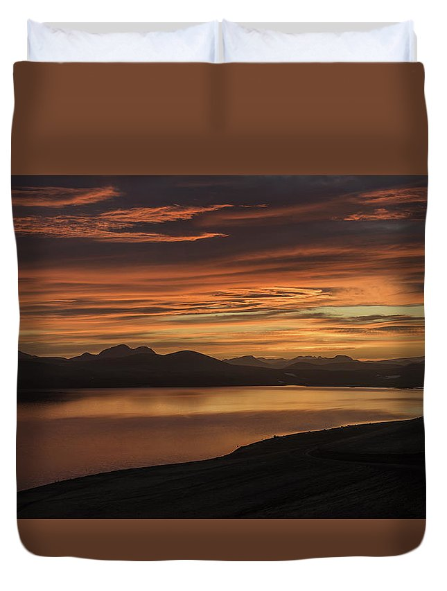 Frostakjoahals Duvet Cover featuring the photograph Frostakjoahals Ridge Iceland 1234 by Bob Neiman