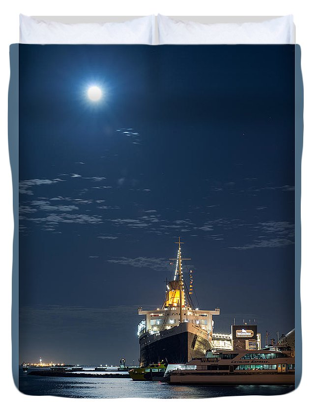 Long Beach Duvet Cover featuring the photograph Full Moon Over Queen Mary by David Zanzinger