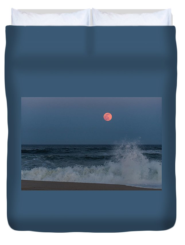 Terry Deluco Duvet Cover featuring the photograph Full Moon Splash Seaside Nj by Terry DeLuco