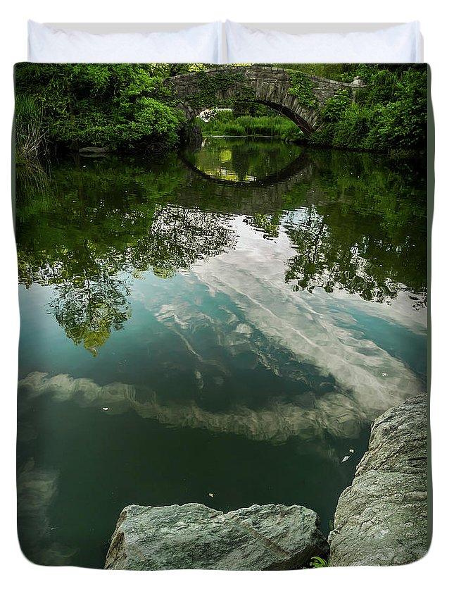 Central Park Duvet Cover featuring the photograph Gapstow Bridge In Central Park by James Aiken